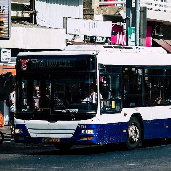 אוטובוס בתל אביב, קו 25 (צילום: Shutterstock)