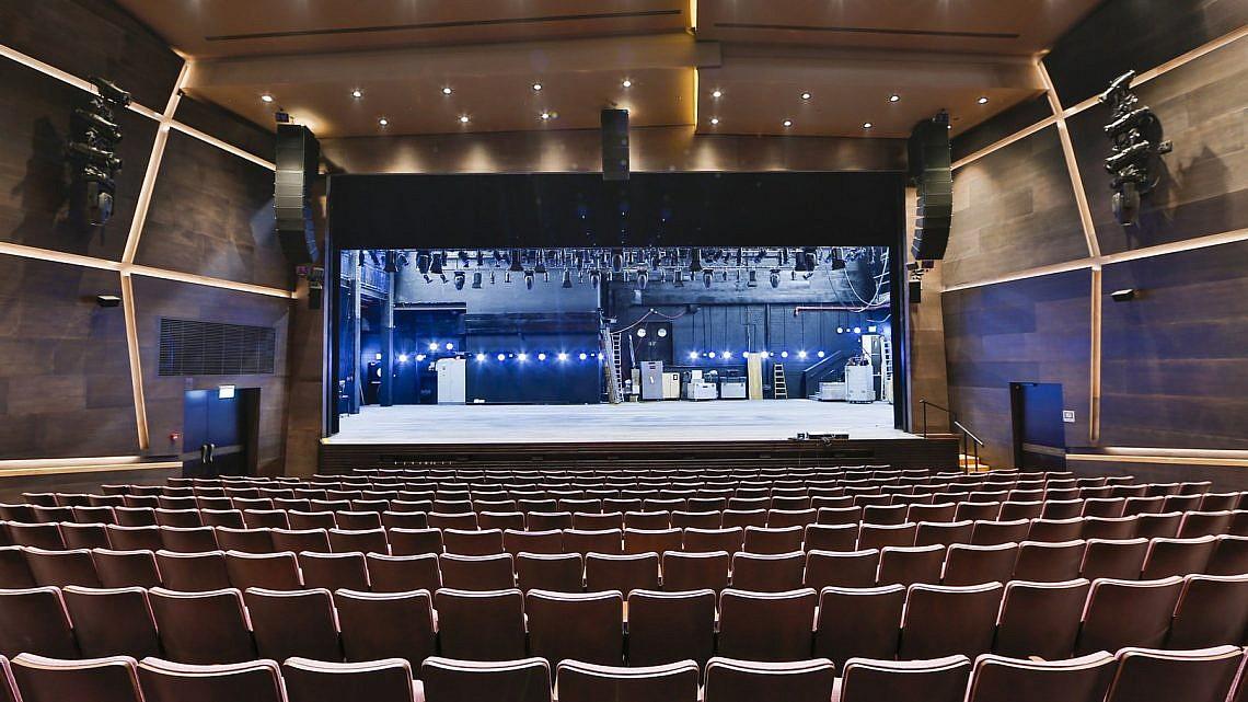 הכל מוכן לעתיד של התיאטרון. האולם הגדול של תיאטרון בית ליסין (צילום: גיא יחיאלי)