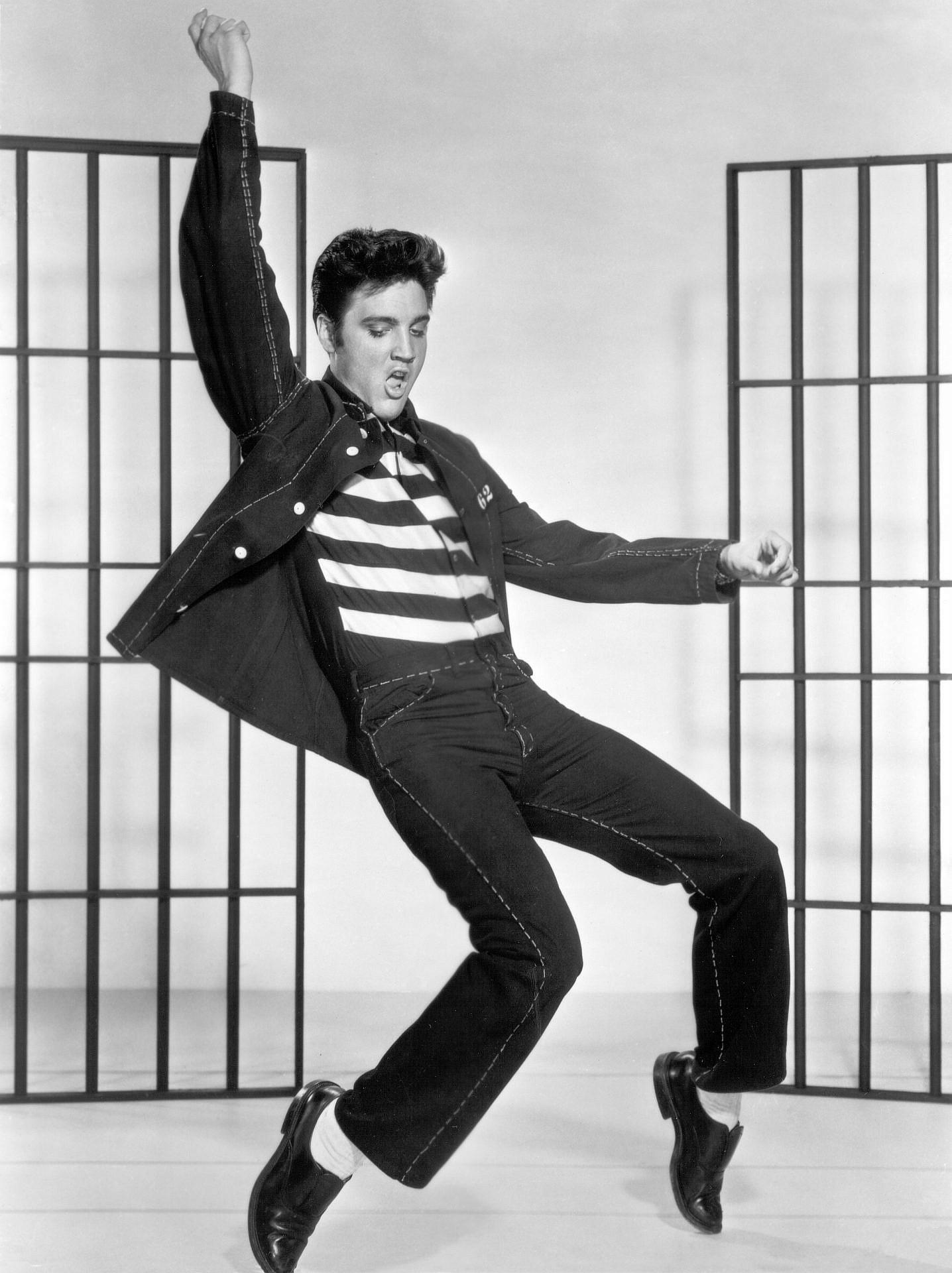 מעריץ מספר 1 של גרביים לבנים עוד ב-1957: אלביס פרסלי. צילום: GettyImsges