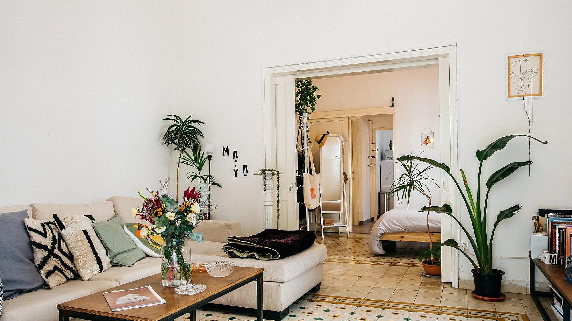 הדירה של מיה אגם (צילום: אור עדני)