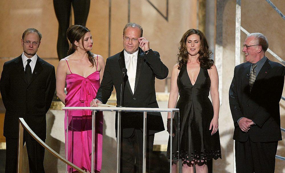 "כוכבי ""פרייז'ר"" בטקס פרסי גילדת שחקני המסך בלוס אנג'לס, 2004 (צילום: קווין ווינטר/גטי אימג'ס)"