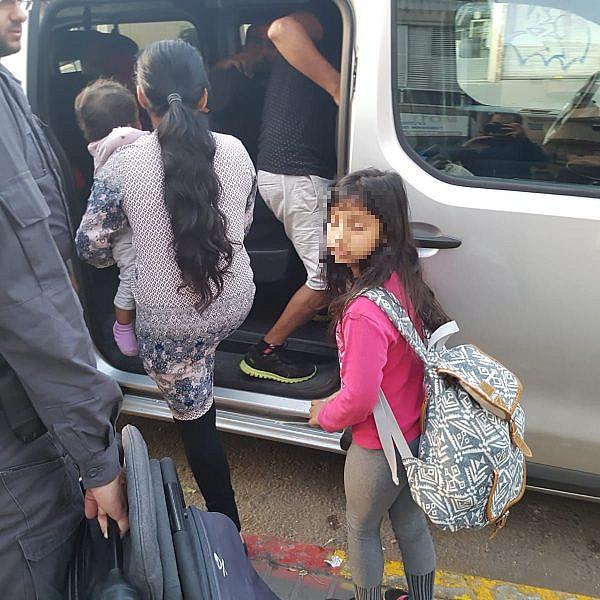 הילדה אליאנה בעת מעצרה, הבוקר בתל אביב. החוק לא מעניין את רשויות החוק (צילום באדיבות UCI)