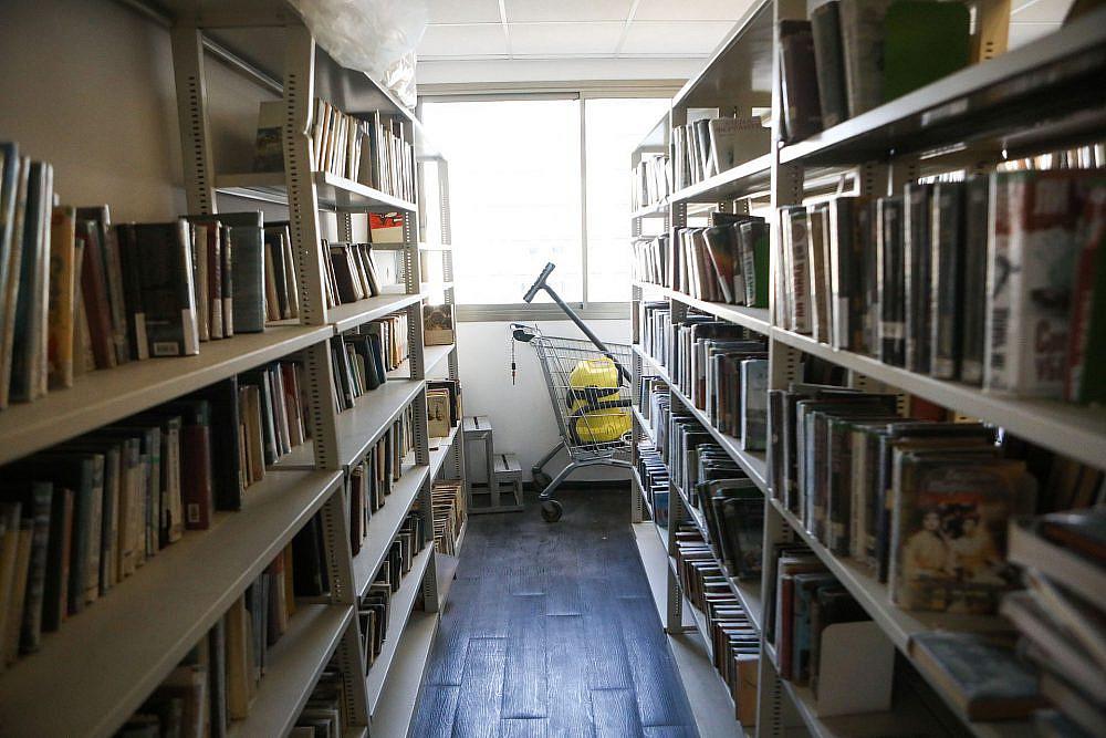 קפאה בשנות ה-80. הספרייה במגדל שלום (צילום: שלומי יוסף)