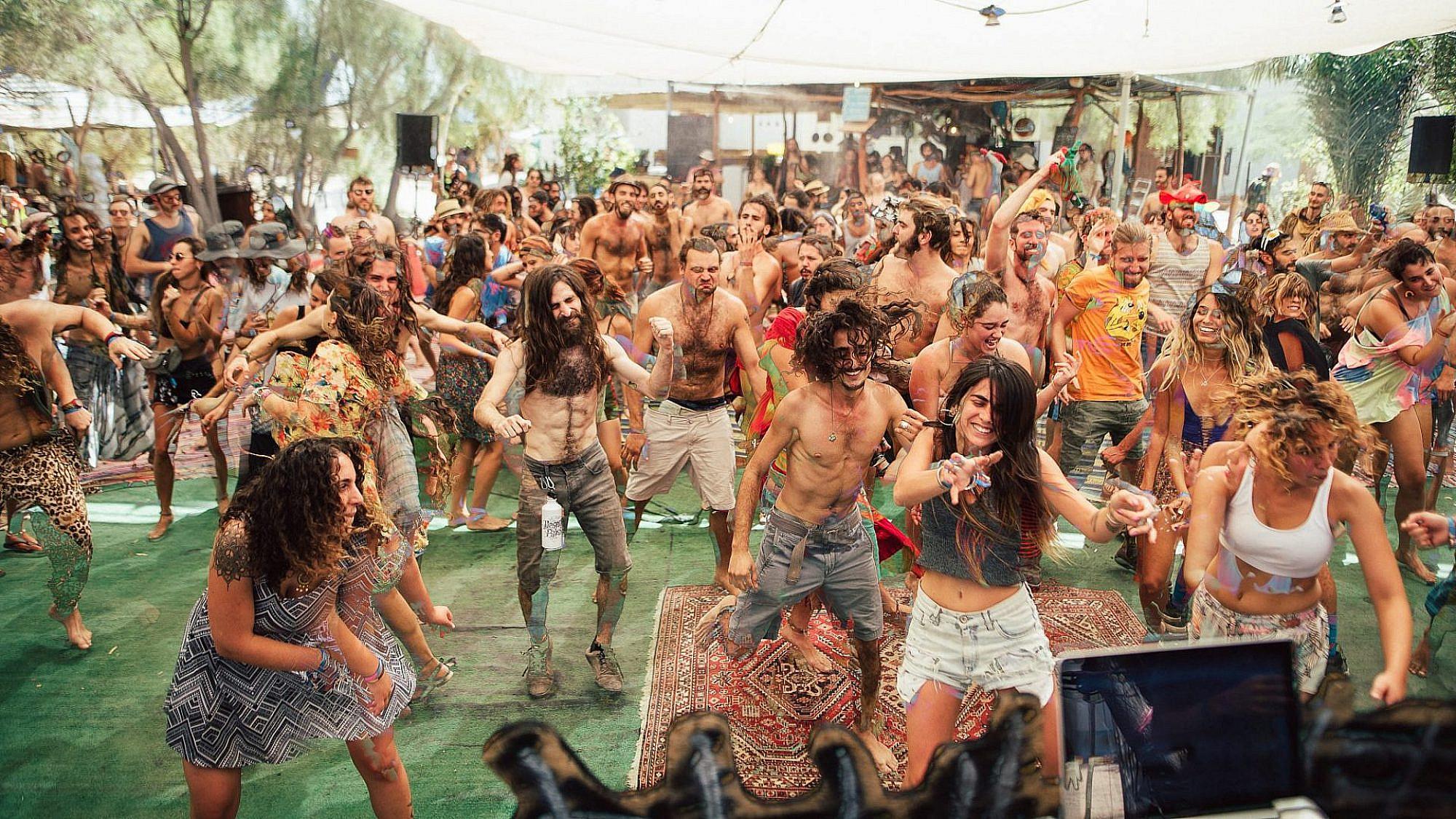 """לא אומרים את המילה """"טראנס"""". פסטיבל דזרט בייס מבית פיוז'ן קאלצ'ר (צילום: גל אור יצחק)"""