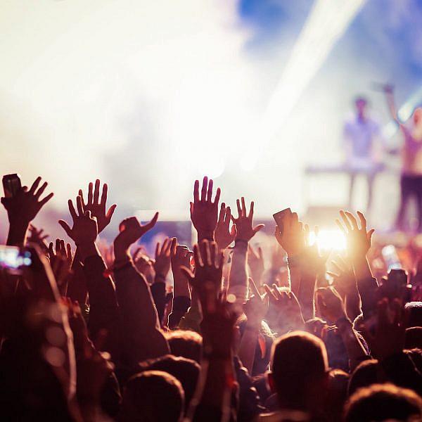 קהל בהופעה. צילום: שאטרסטוק