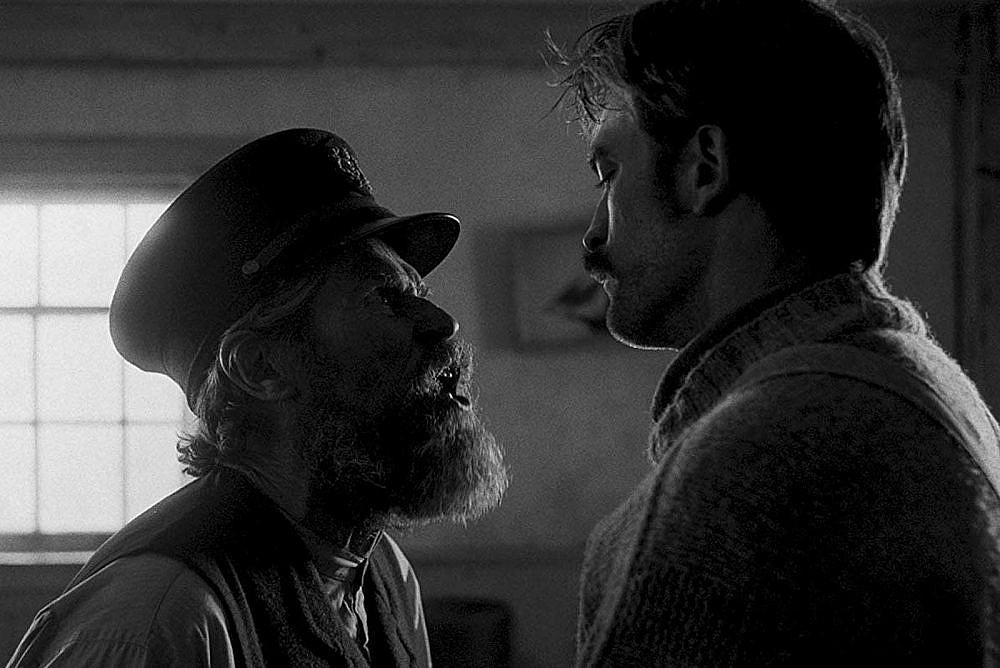 """ווילם דפו ורוברט פטינסון ב""""המגדלור"""""""