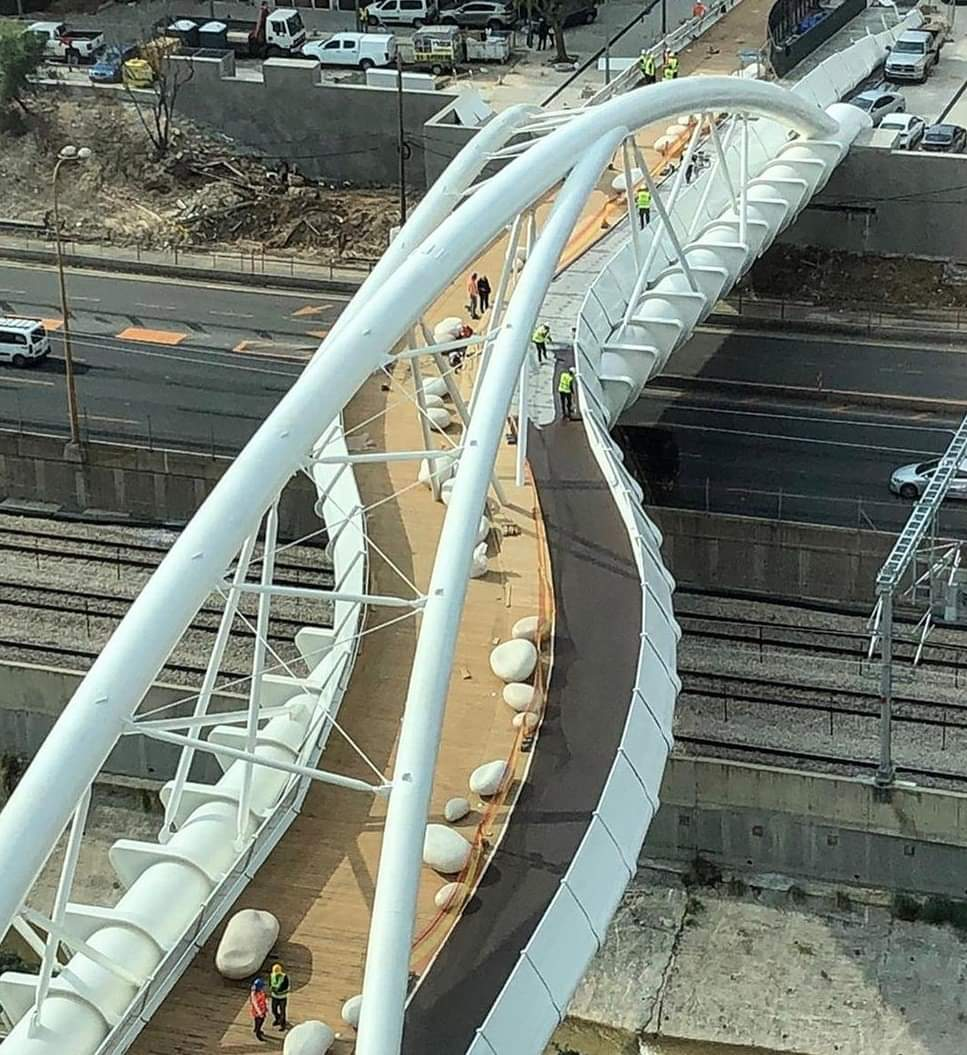 עבודות אחרונות לפני הפתיחה. גשר יהודית