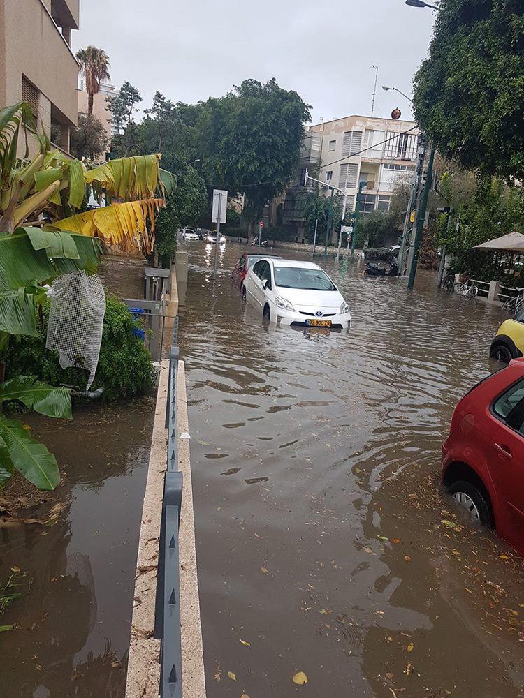 הצפות בתל אביב (צילום: שירלי מלך)