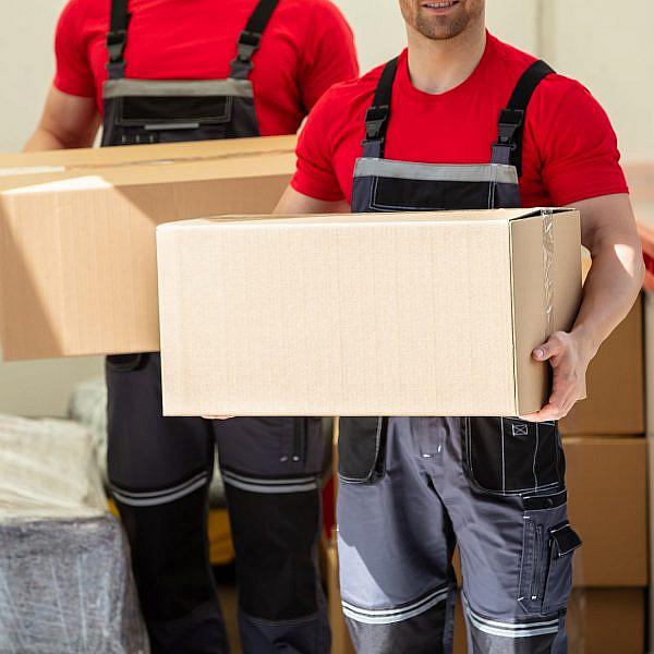 עוברים דירה (צילום: Shutterstock)