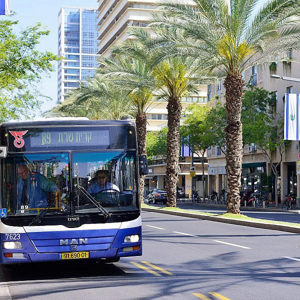 אוטובוס בתל אביב (צילום: Shutterstock)