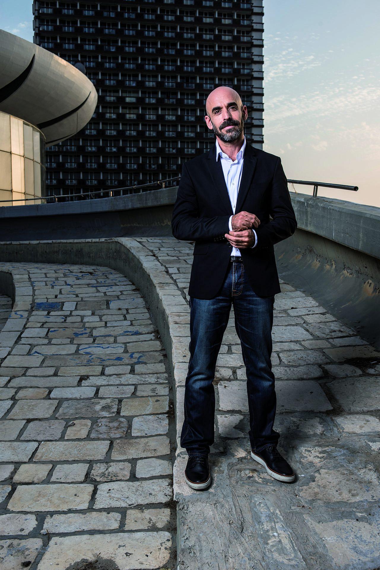 בזמן הקמפיין זה היה מאבק הדגל. אסף הראל בכיכר אתרים (צילום: איליה מלניקוב)