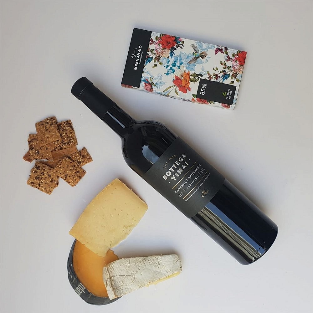 """הכי קלאסי גבינות ויין (צילום: יח""""צ)"""