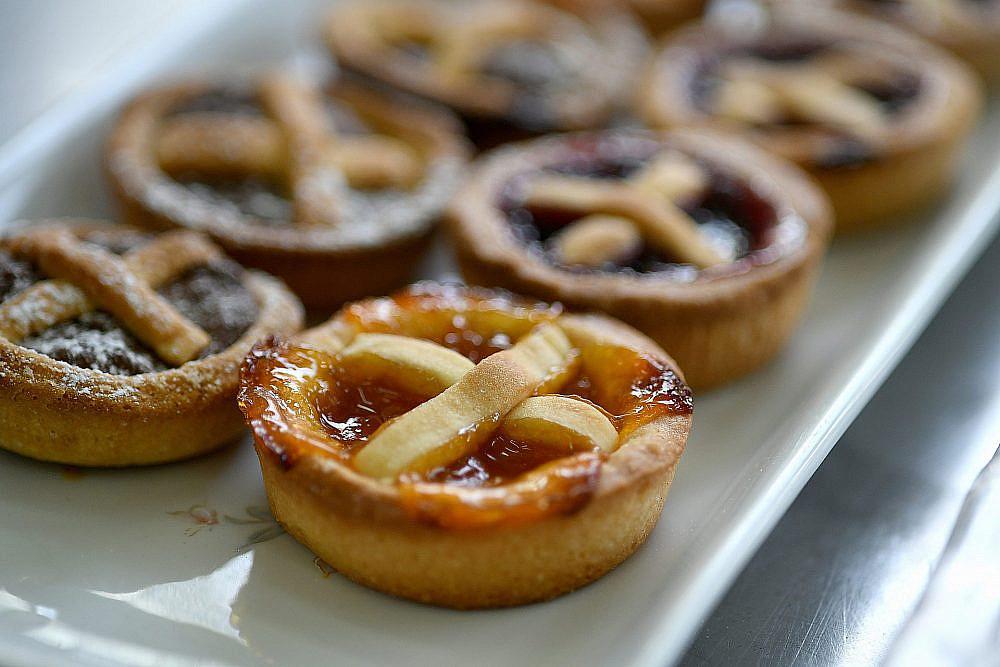 קרוסטטות בפיצה שוק (צילום: רן בירן)