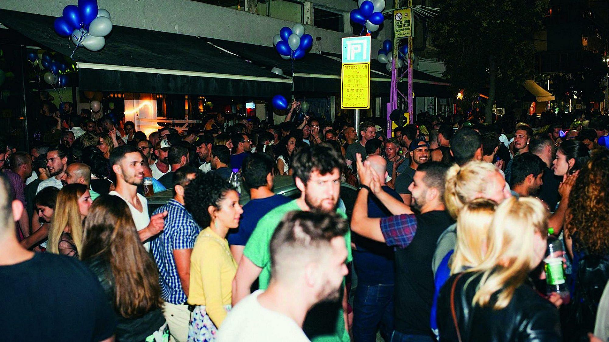 רווקים, רווקים בכל מקום. מסיבה מחוץ לשפגאט (צילום: דולב אלרון)