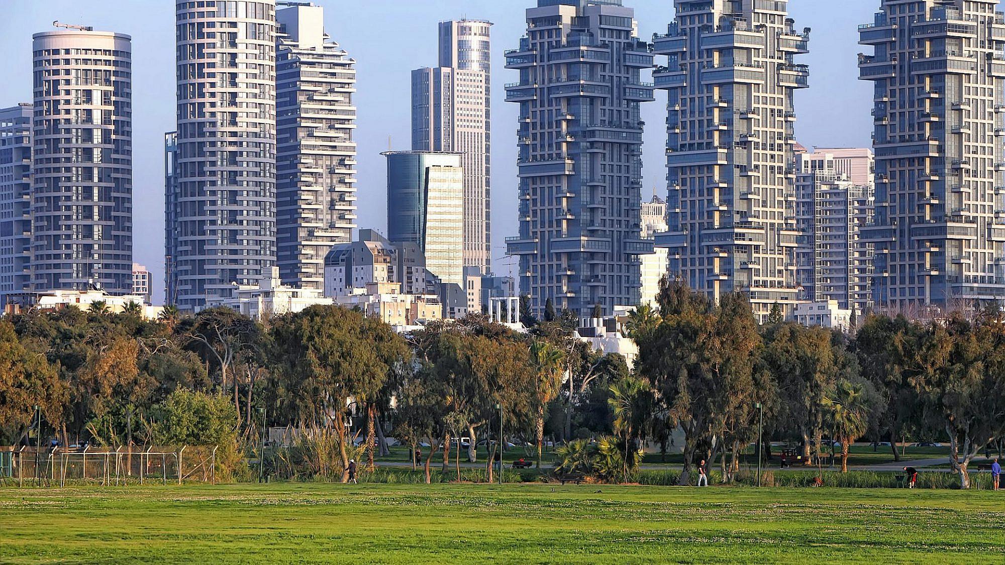 מפחיתים את החום והזיהום העירוני. עצים בפארק הירקון