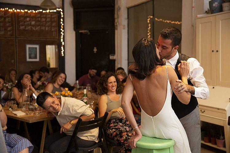 זוכרים שפעם היינו מתלוננים על הזמנות לחתונות? (צילום: נועם דינר)