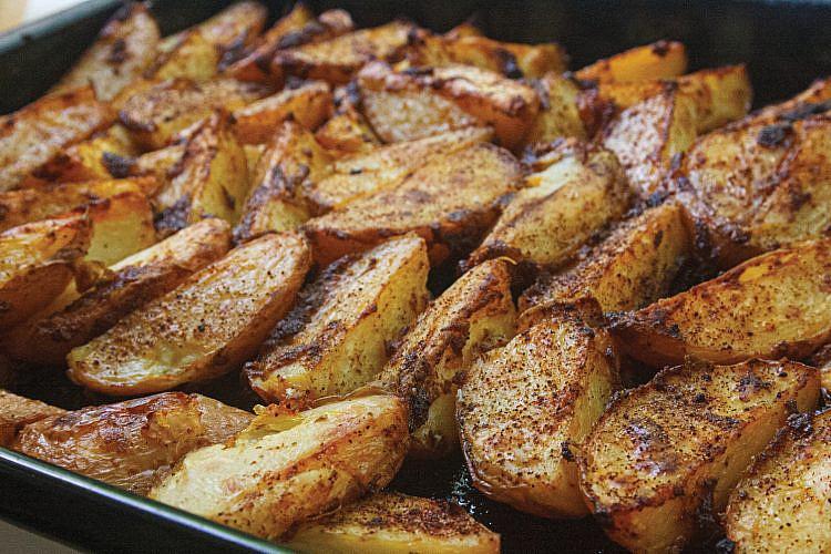 תפוחי אדמה הודו סטייל של לייזה פאנלים (צילום: גיא בהר וחגית ביליה)