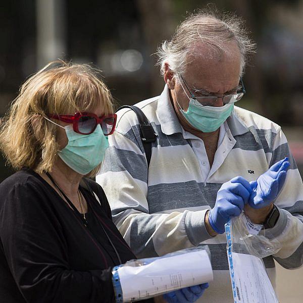 ישראלים בבידוד ביום הבחירות בנתניה (צילום: אמיר לוי/גטי אימג'ס)