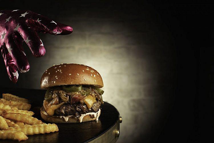 המבורגר ג'אנגו סטייל (צילום: נועם פריסמן)