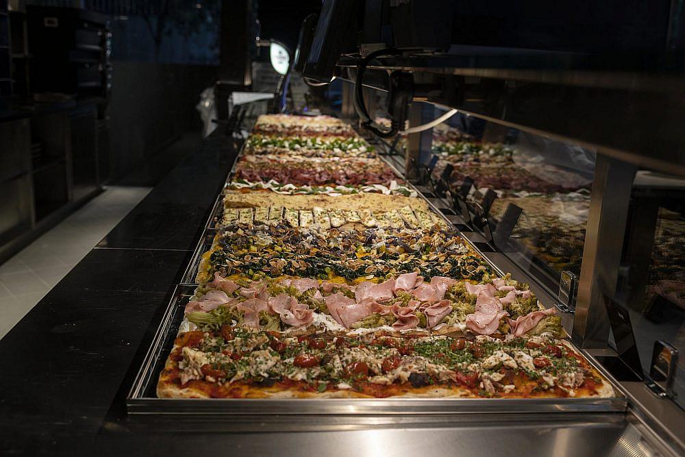 בגדול. סופר פיצה (צילום: איליה מלניקוב)