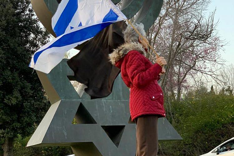 מחאת הדגל השחור בכנסת, אתמול (צילום: ניצן וייסברג)