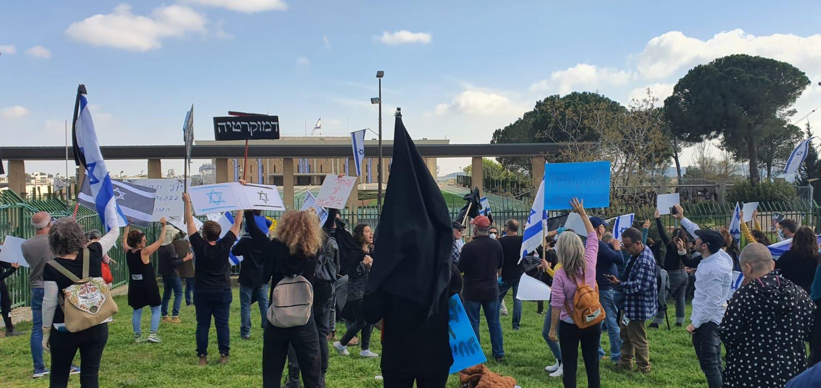 על הכוונת: מחאת הדגלים השחורים, מרץ 2020 (צילום: קורהה יובל איטח)