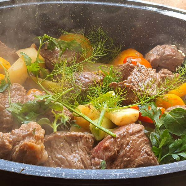 ארוחת חג ביהלומה (צילום: יהלומה לוי)