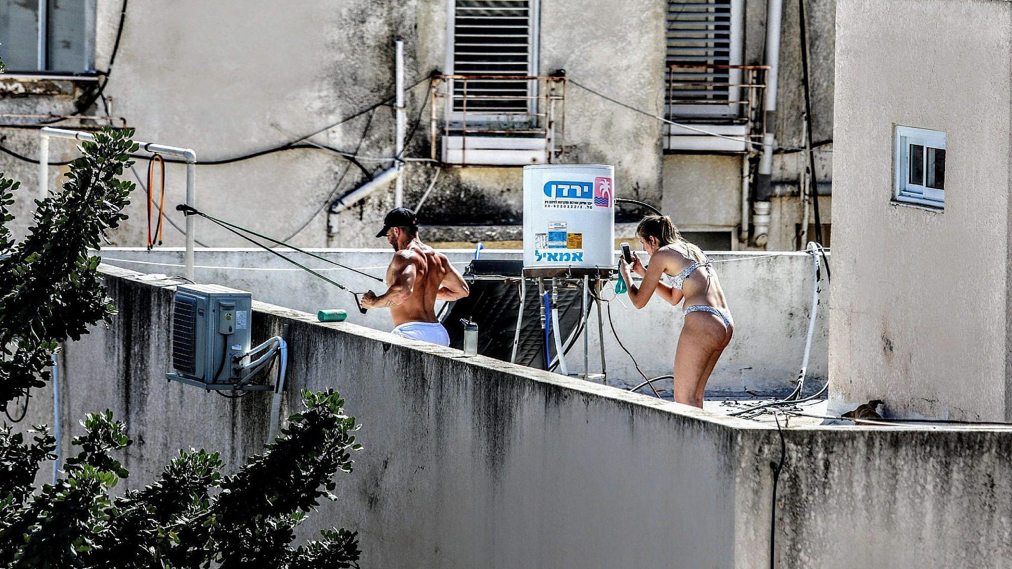 על גגות תל אביב שום דבר לא קורה הלילה (צילום: שלומי יוסף)