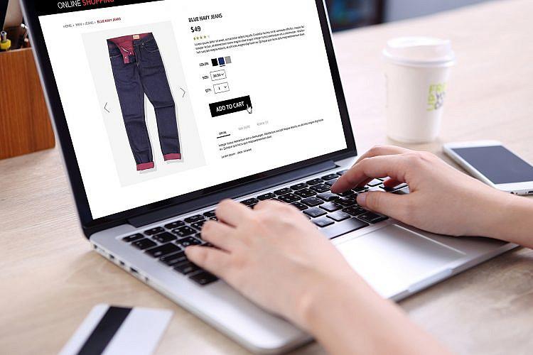 הכי כיף לקנות ברשת. צילום: shutterstock