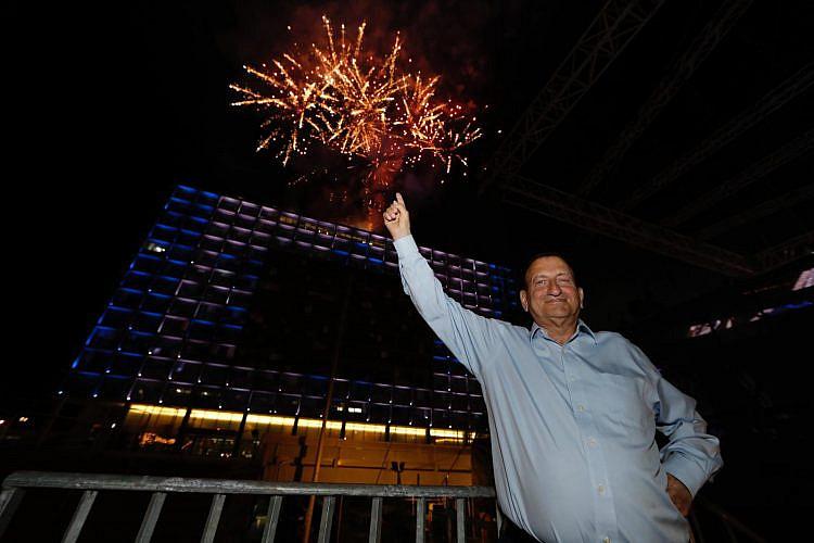 כבוד על ביטול הזיקוקים המסתמן. ראש העיר רון חולדאי (צילום: גיא יחיאלי)