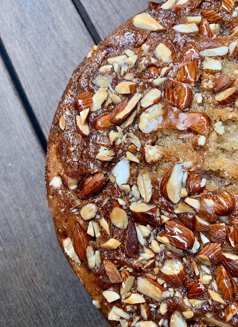 עוגת שקדים ומייפל (צילום: הילי גרינברג)