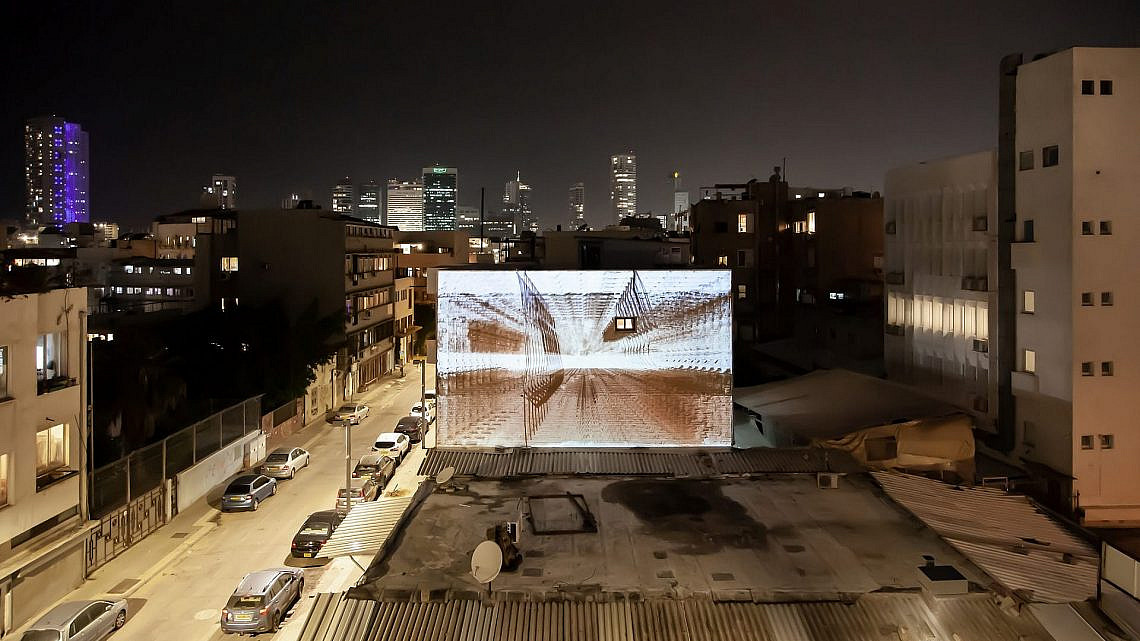 וידאו ארט ברחובות תל אביב (צילום: דור זליכה לוי)