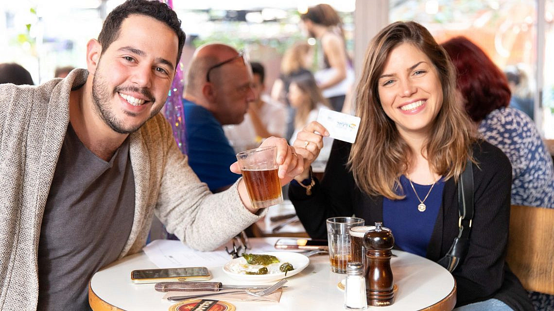 גם טעים וגם מסייע לעסקים. מנויי דיגיתל בביצ'יקלטה (צילום באדיבות עיריית תל אביב-יפו)