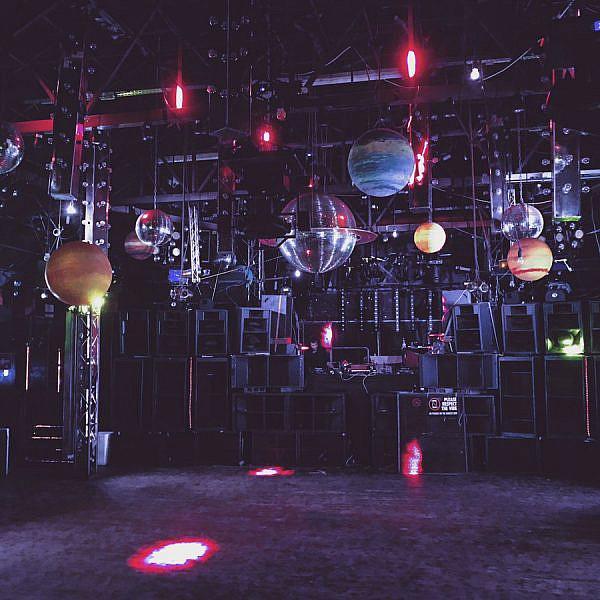 לרקוד עם מסכות בעיניים. מועדון הבלוק (צילום: מתוך עמוד הפייסבוק blockclubtlv)