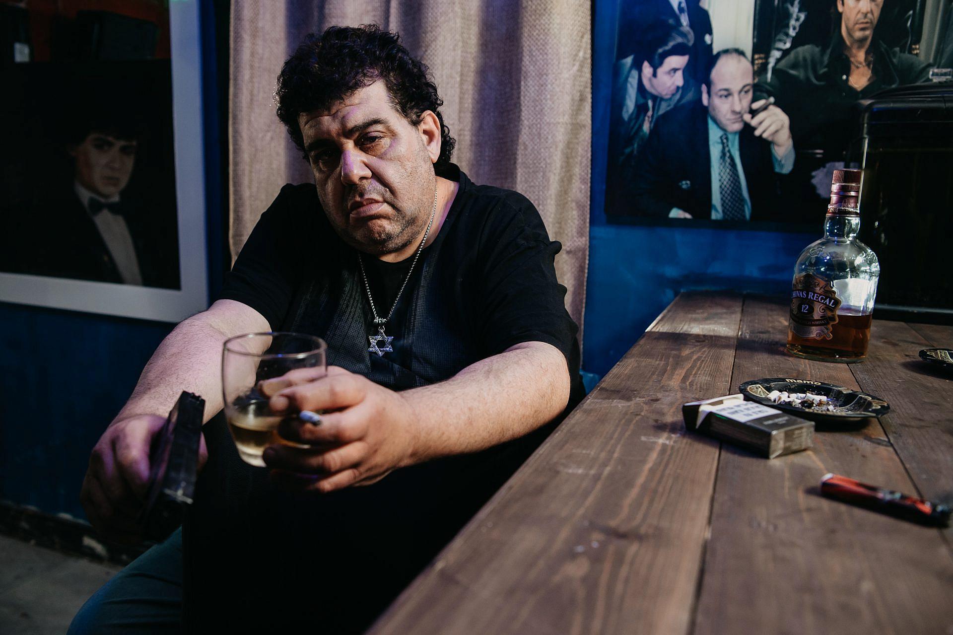"""סינמה פרדיסו גרסת ראשל""""צ. אבי ביטר במועדון הכוכב (צילום: מני שטרית)"""