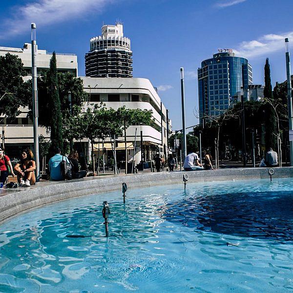 עוד מעט יהיה בלאגן. רגעים אחרונים של שלווה בתל אביב? (צילום: שאטרסטוק)