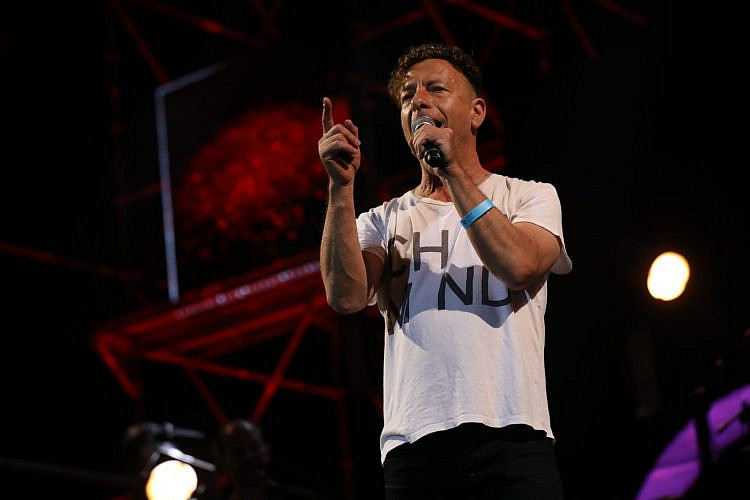 ערן צור בעצרת המוזיקה בתל אביב (צילום: ערן בארי)