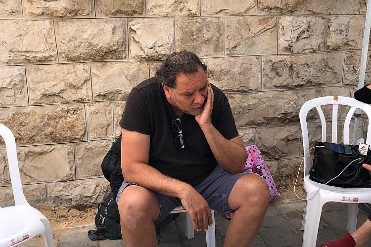 שאול מזרחי, הבעלים של הבארבי, בשביתת הרעב בבלפור (צילום: אמה טוקטלי)