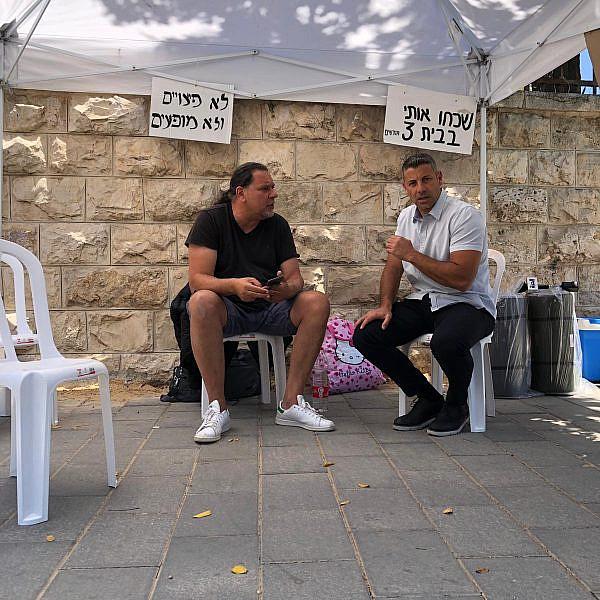 שאול מזרחי, הבעלים של מועדון הבארבי, בשביתת רעב בבלפור (צילום: אמה טוקטלי)