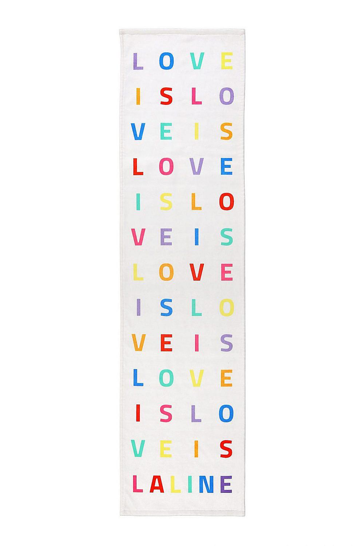 אין מצעד, תתנגבו. מגבת האהבה של ללין (צילום: VIP Design)
