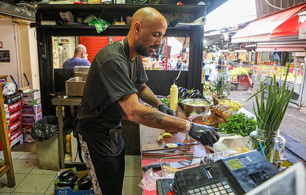 Fun and delicious at maximum.  Carmel Market.  (Photo: Shlomi Yosef)