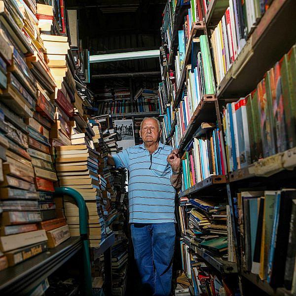 יש מלא ספרים ברומנית, למי שרוצה לקנות לסבתא. פנחס משעניה, בבליופיל (צילום: שלומי יוסף)