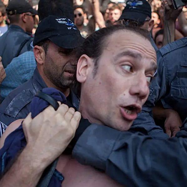 תומר שרון במחאה החברתית ב-2012 (צילום מתוך עמוד הפייסבוק שלו)