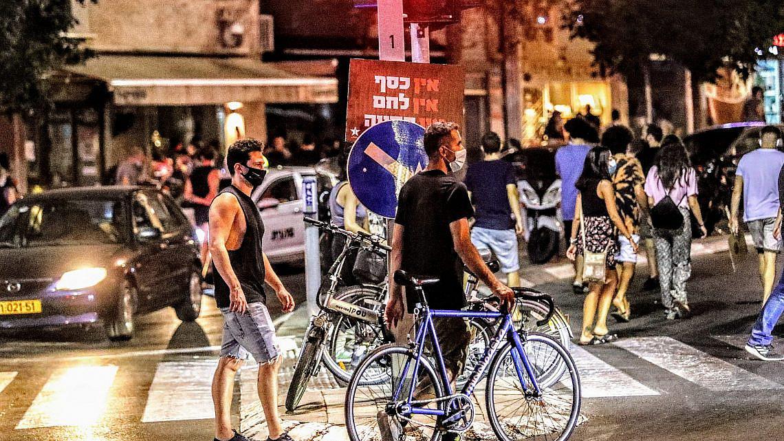 """אין כסף, קשה קשה. מפגינים מתוסכלים במחאת העצמאים במוצ""""ש (צילום: שלומי יוסף)"""
