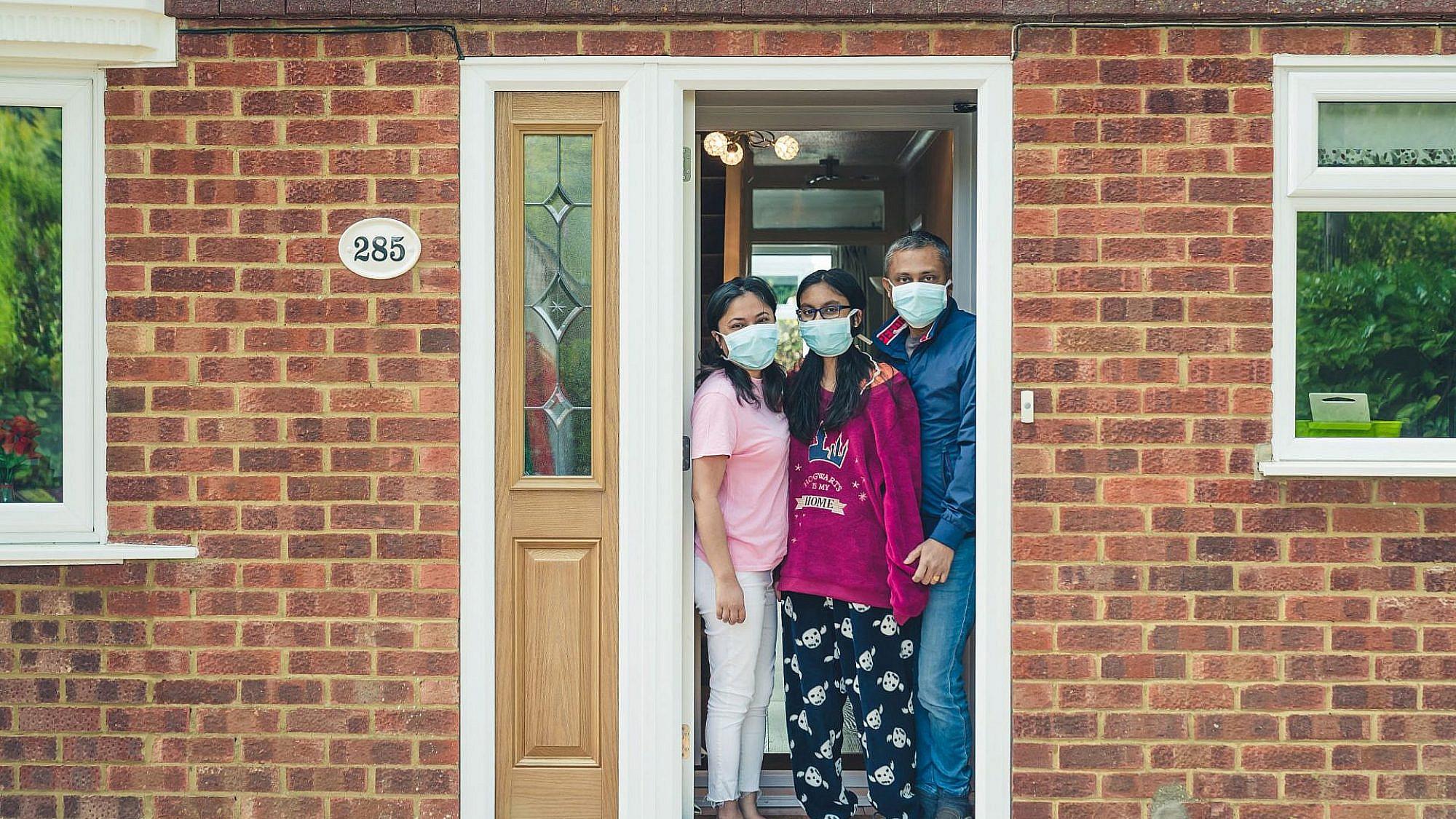 דור Door to. צילום: תמי שפלר קזדן, ווקינגהאם, אנגליה