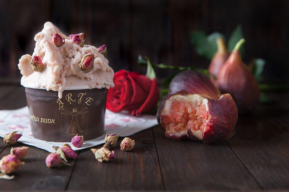 גלידת תאנים ורדים (צילום: דניאלה קונטיני)