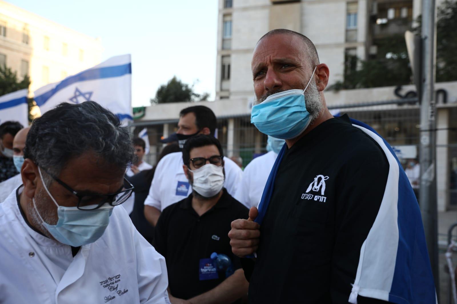 חיים כהן (משמאל) במחאת המסעדנים בבלפור, יולי 2020 (צילום: אורן זיו)