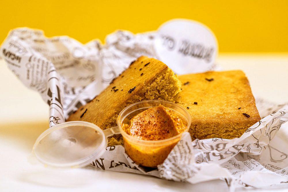 לחם תירס !yo mama (צילום: שירה אלימלך)