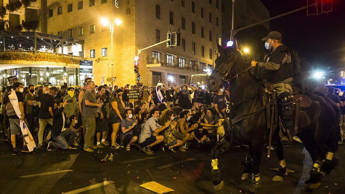 ההפגנות בירושלים. השימוש בסוסים מיותר (צילום: אמיר לוי/גטי אימג'ס)