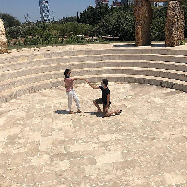 הכל עדיף על חוסר וודאות. הדר ויואב עושים אודישן לגן הפסלים (צילום: יונתן דניאל הופמן)